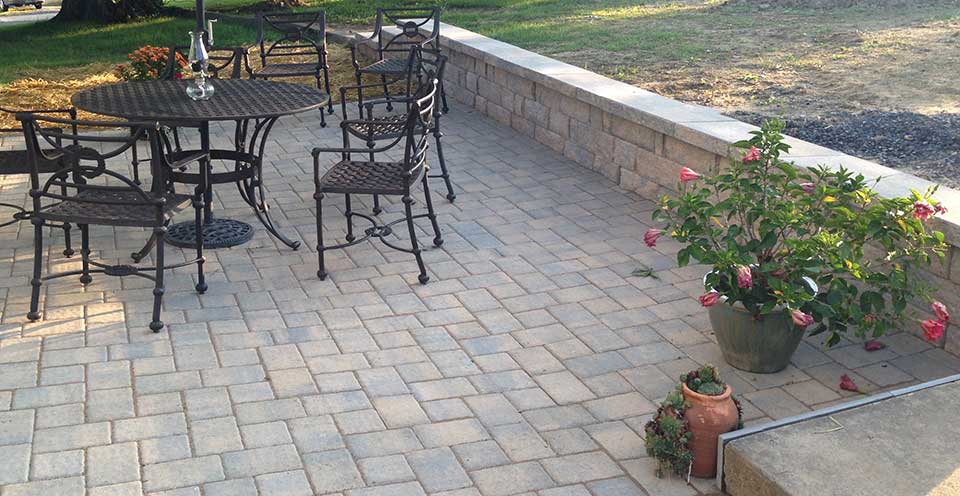 Pavor patio with sitting wall